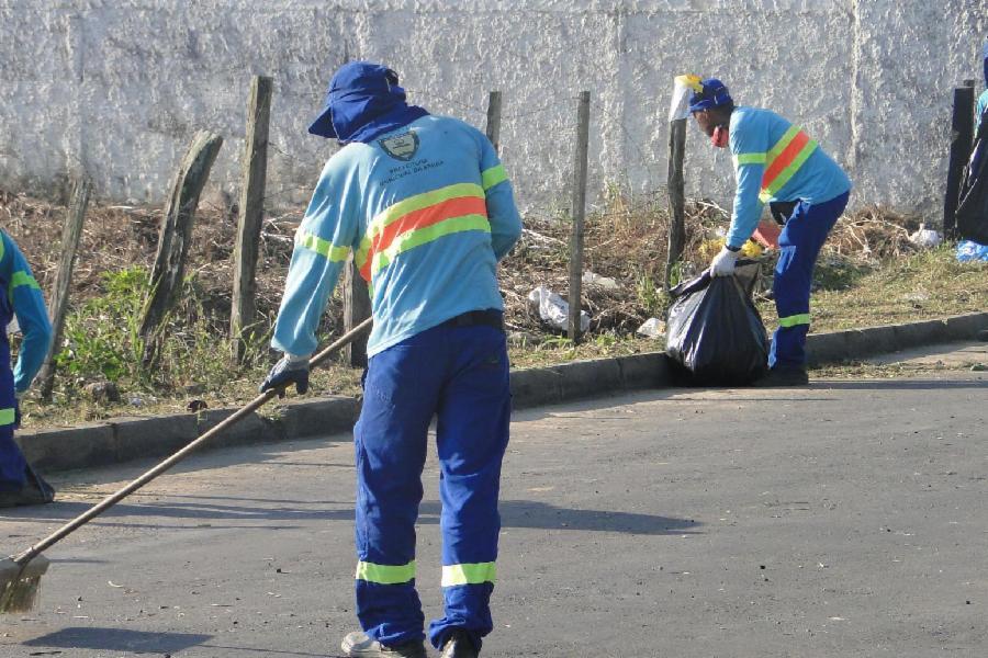 Serra retira cerca de 7,6 toneladas de lixo eleitoral das ruas após eleições