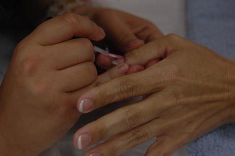 Tardes com atendimentos gratuitos de manicure