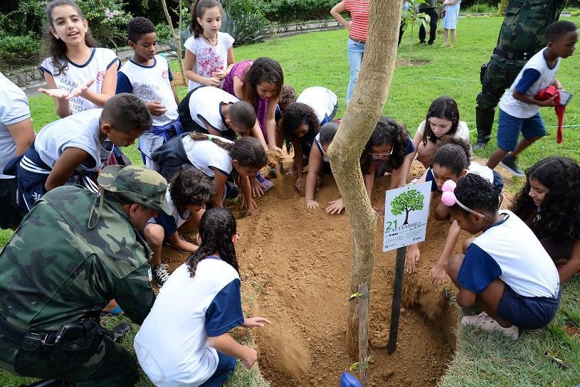 Plantio, poesia e música no Dia da Árvore na Serra