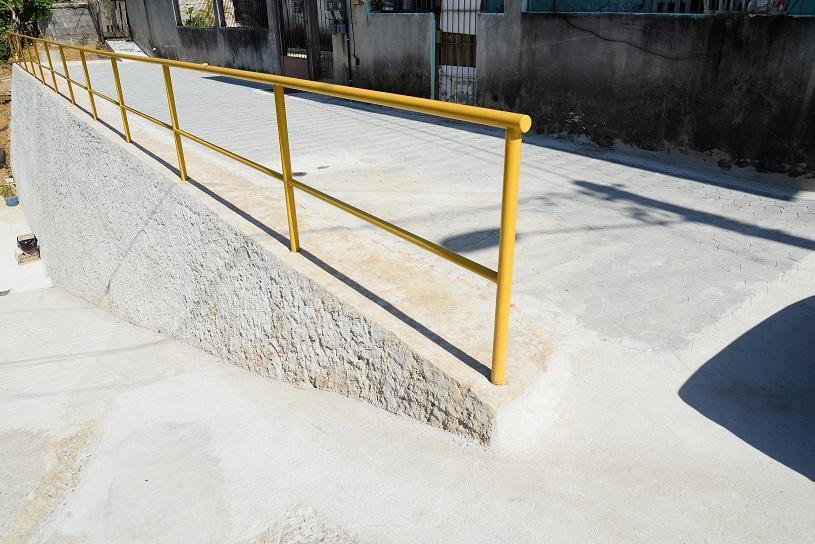 Prefeitura entrega muro de contenção em José de Anchieta III