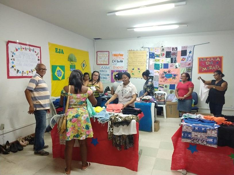 Alunos da EJA fazem bazar e mostra cultural no Pró-Cidadão