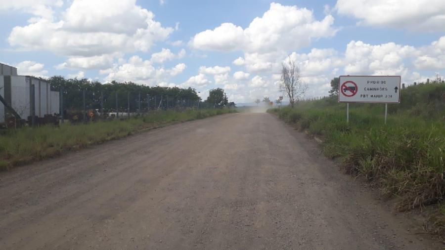 Estradas rurais da Serra ganham barreiras para impedir caminhões com excesso de peso
