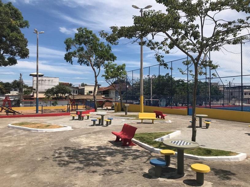 Prefeitura entrega praça reformada em São Patrício