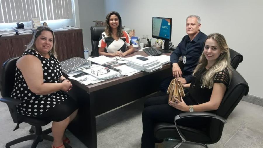 Controladorias da Serra e de Itarana trocam experiência