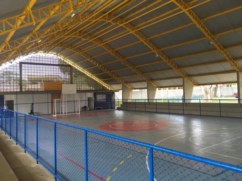 Escola Petrônio Portela ganha nova quadra poliesportiva e vestiário