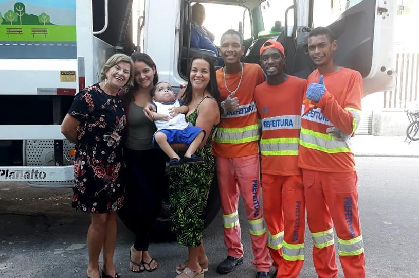 Equipe da Educação da Serra promoveu encontro entre estudante e garis
