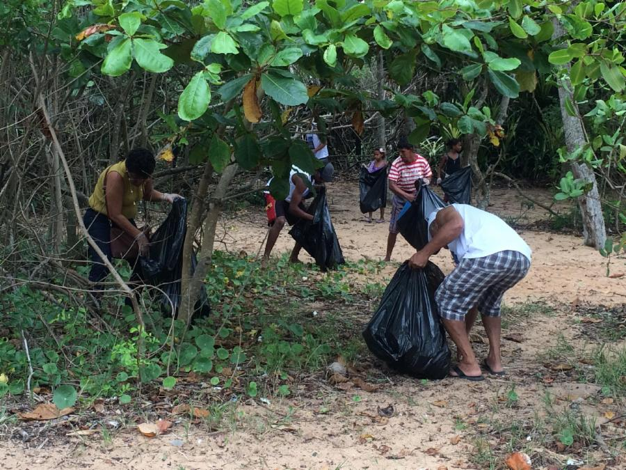 Agentes Ambientais Comunitários realizam ação em Enseada de Jacaraípe