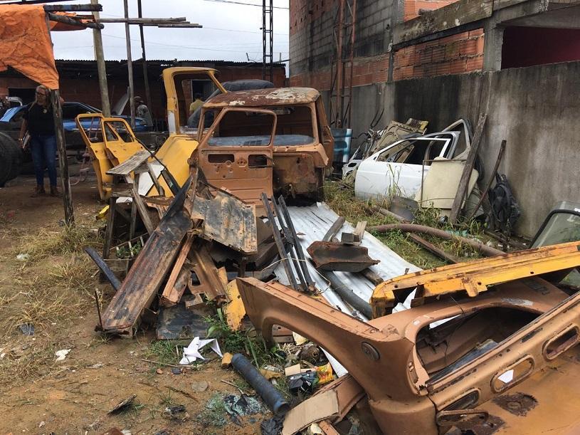 Ação conjunta da Prefeitura com a Polícia Civil interdita ferros-velhos