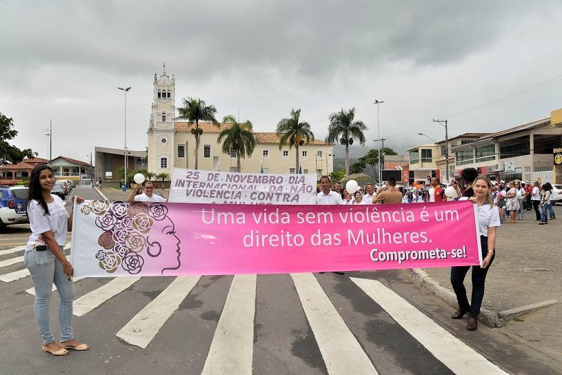 Caminhada para celebrar aniversário da Lei Maria da Penha