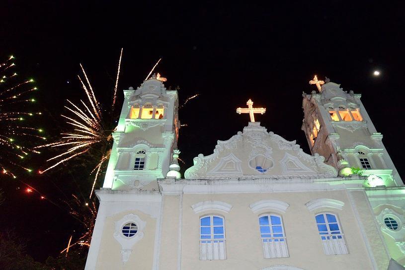 Igreja Matriz de Serra-Sede terá luzes apagadas durante movimento Hora do Planeta