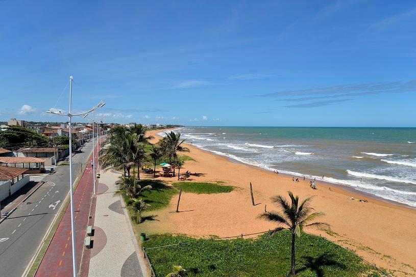Prefeitura distribui protetor solar nas praias da Serra
