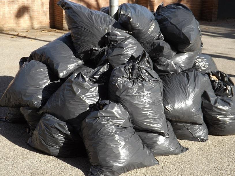Coleta domiciliar de lixo acontece normalmente em feriados e pontos facultativos