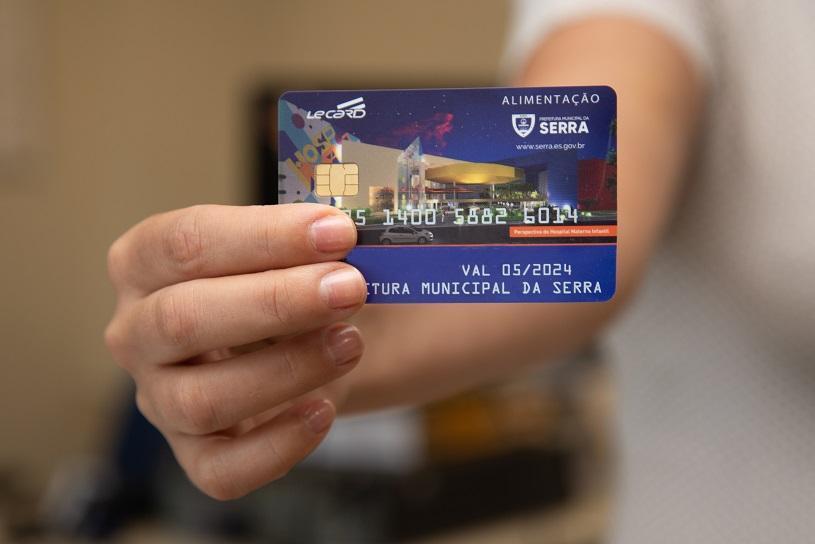 Prefeitura faz a troca dos cartões vale-alimentação
