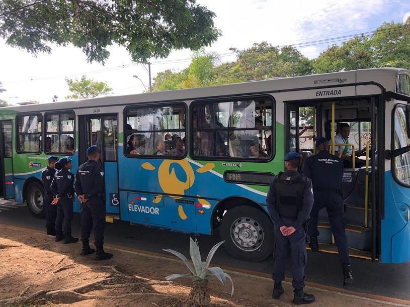 Mais de 10 mil pessoas são beneficiadas com abordagens a ônibus pela Guarda