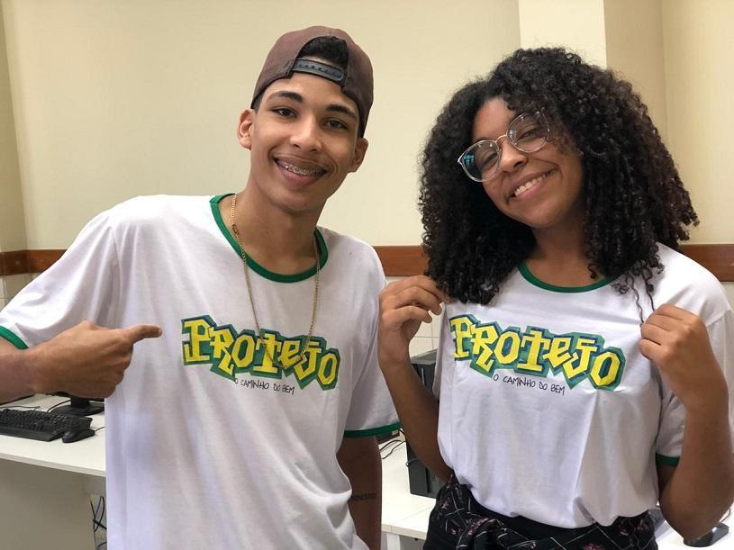 Jovens do Protejo visitam uma das maiores empresas da Serra