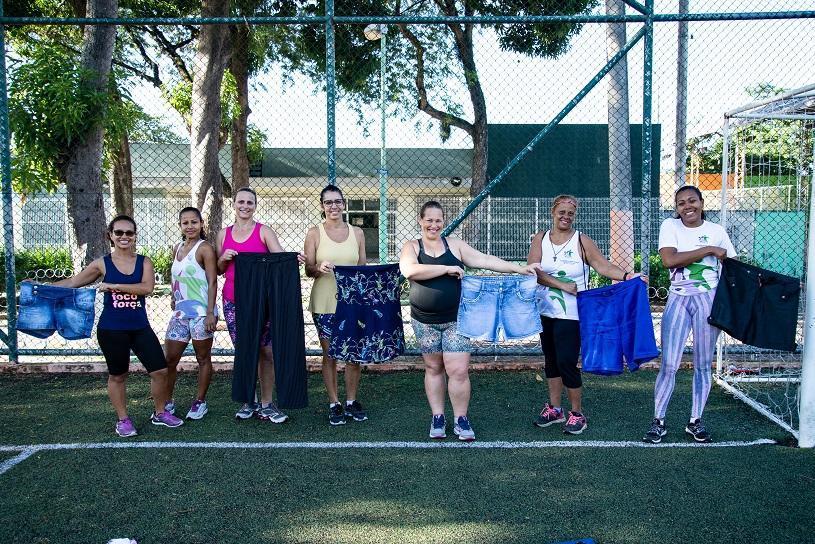 Mulheres perdem 121 quilos juntas com desafio de exercícios em casa e ao ar livre