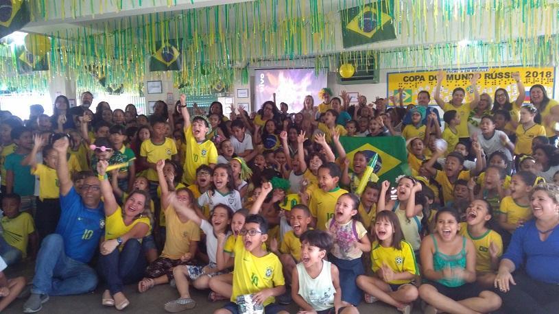 Alunos se reúnem para assistir a Copa do Mundo de Futebol Feminino