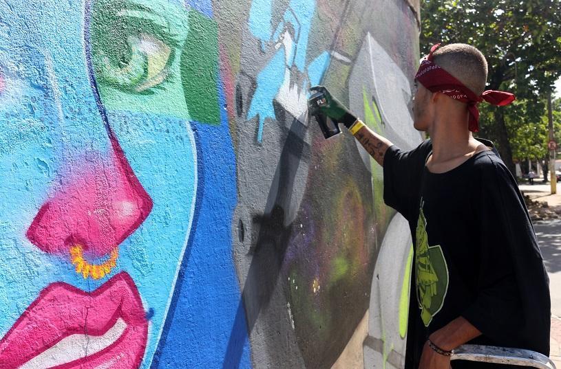 Mais de 180 artistas em coletivo de grafite em Feu Rosa
