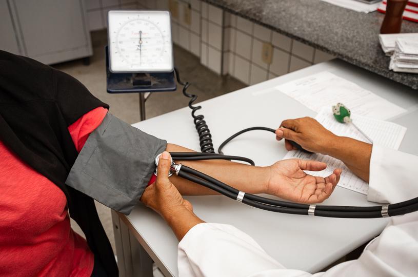 Seis unidades de saúde funcionam neste sábado (13)