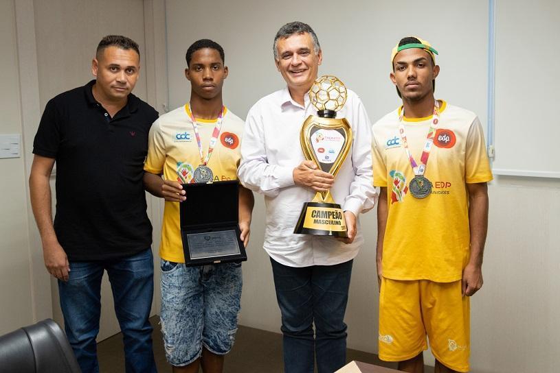 Prefeito homenageia time campeão da Taça EDP das Comunidades