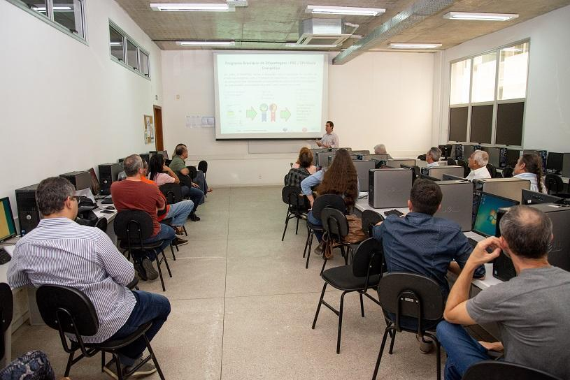 Serra faz parceria com EDP para economizar energia de prédios e vias públicas