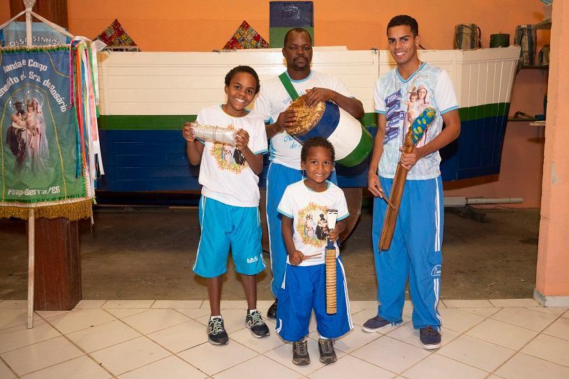De pai para filho: Congo é tradição nas famílias serranas