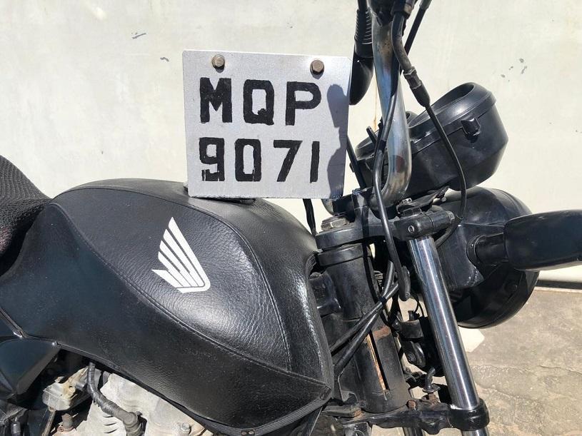 Agentes de trânsito e guardas municipais apreendem motocicleta adulterada