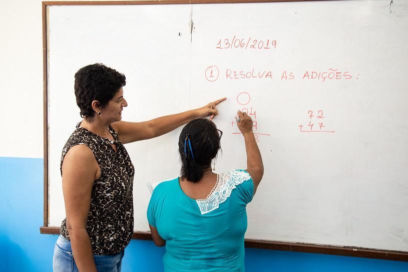 Serra faz mutirão para matricular jovens e adultos afastados da escola