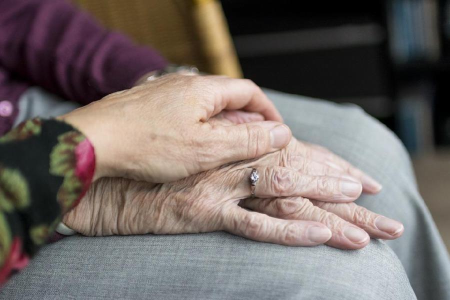 Abertas inscrições para 100 vagas em curso de cuidador de idosos