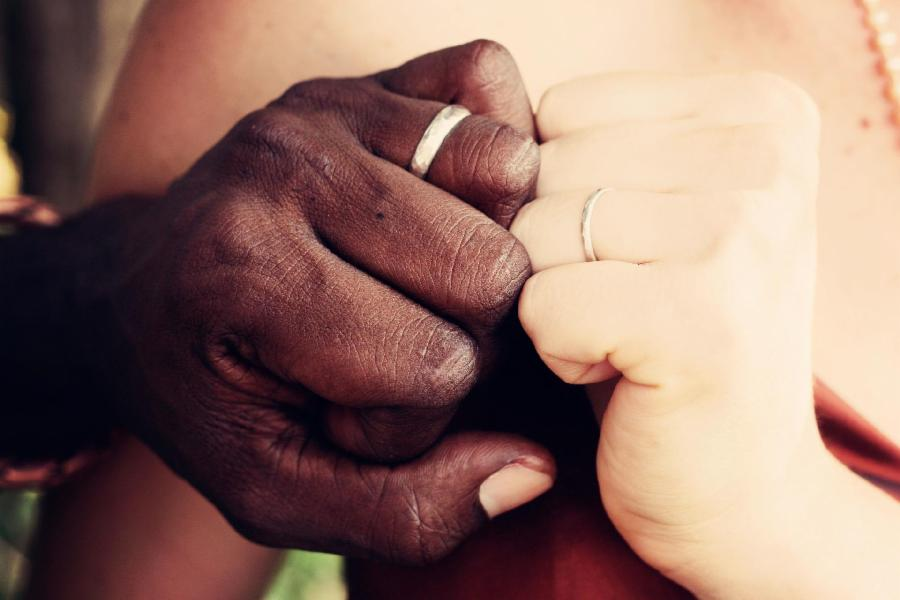 Novos recomeços e noivos de primeira viagem: casamento vai unir 700 casais neste sábado (28)