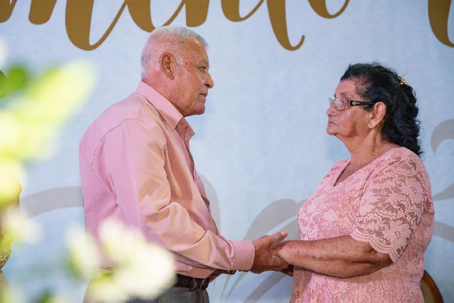 Emoção com Jeremias Reis e 700 casais trocando alianças no Casamento Comunitário