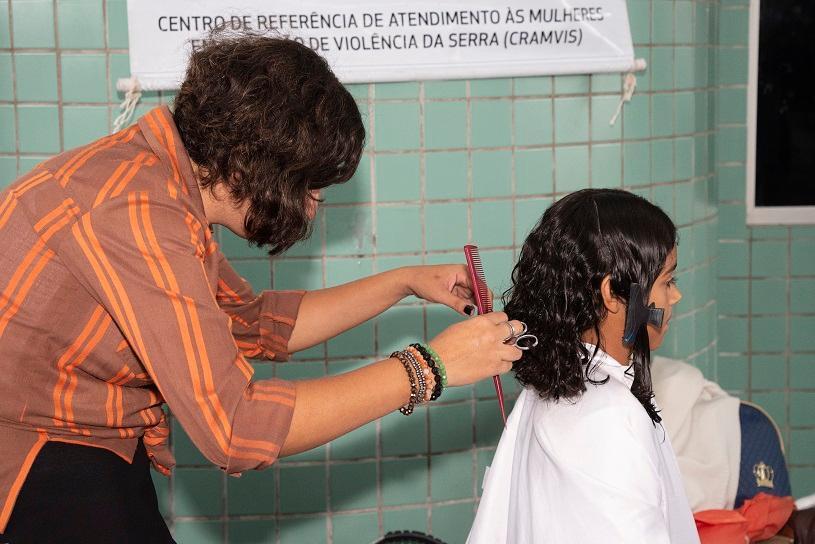 Cerca de 100 metros de cabelo arrecadados com doações