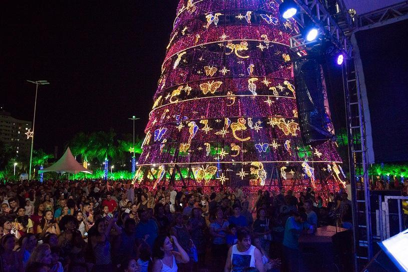 Mais de 35 mil já visitaram a terceira maior árvore de Natal do Brasil