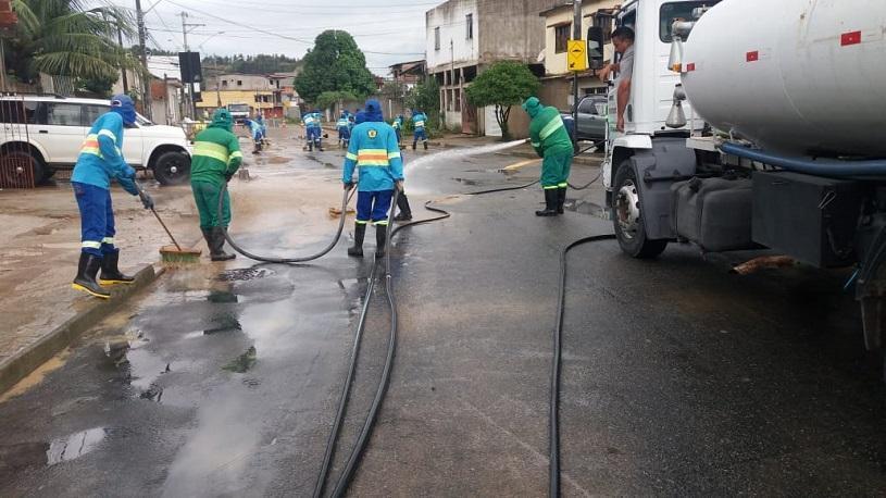 Prefeitura faz mutirão para limpar bairros atingidos pela chuva