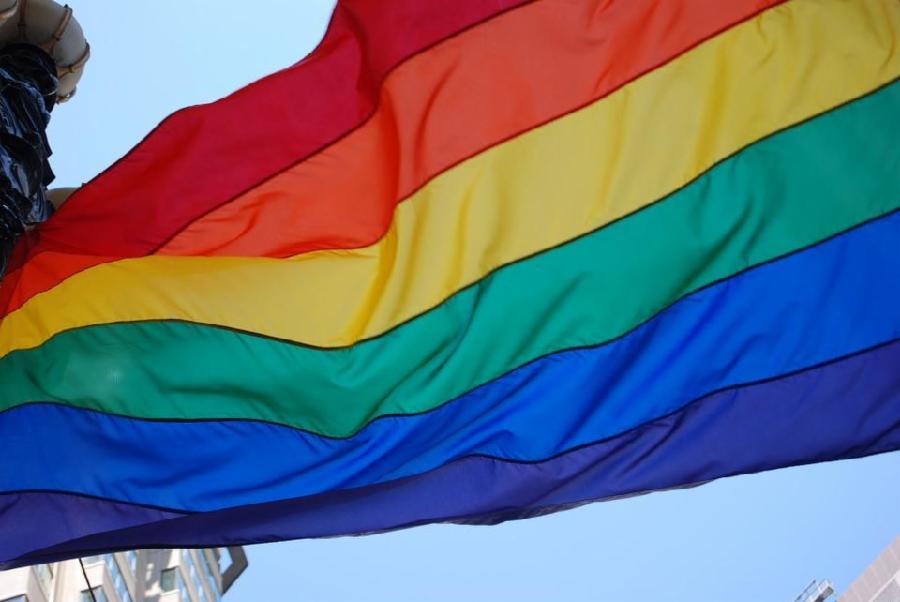 Ação solidária doa cestas básicas para pessoas LGBTI