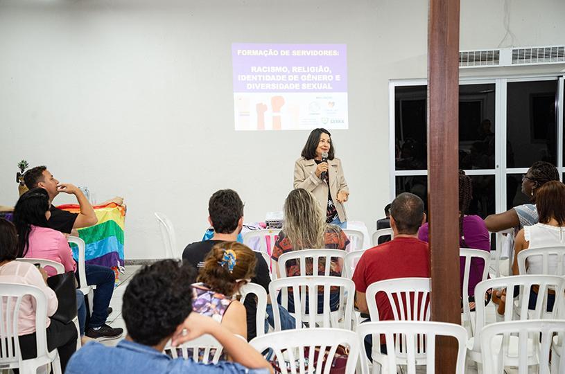 Formação para servidores promove debate sobre racismo, religião e diversidade
