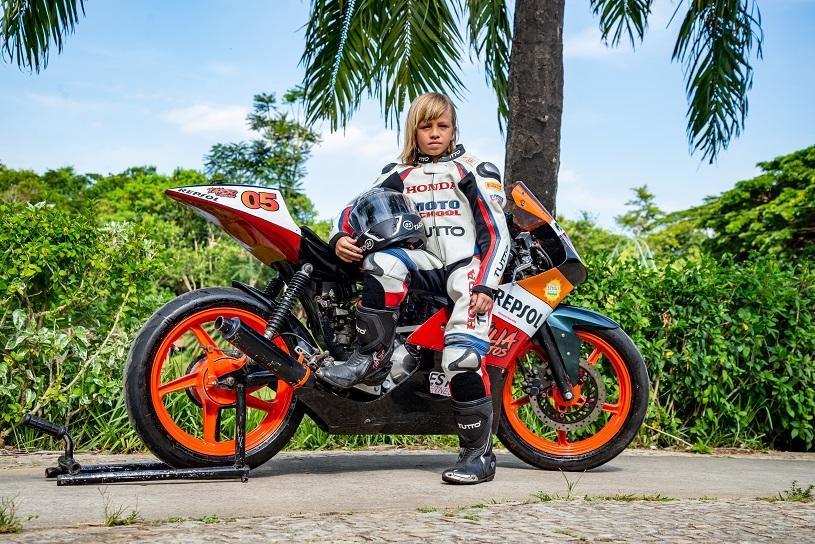 Atleta de 9 anos da Serra disputa Campeonato Brasileiro de Motovelocidade