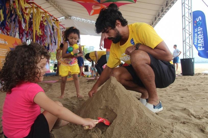 Praia de Jacaraípe recebe parque com muita diversão