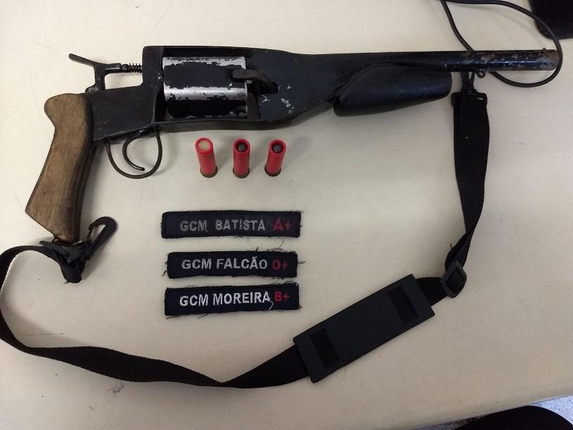 Guarda recupera veículo, detém quatro suspeitos e apreende duas armas no fim de semana