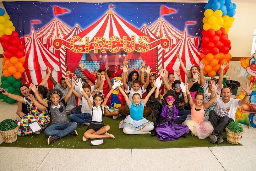 Oficinas de teatro e futebol de graça para crianças e adolescentes da Serra