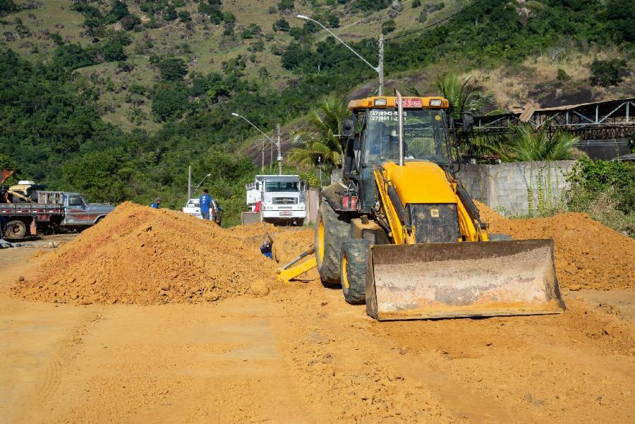 Ruas de Vista da Serra I recebem obras de drenagem e pavimentação