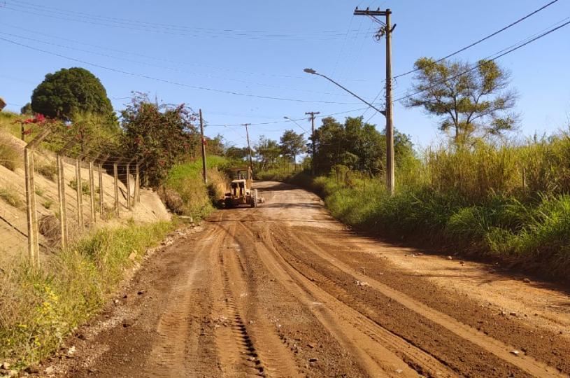 Mais de 50 quilômetros de estradas rurais recebem melhorias