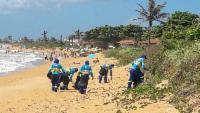 Mutirão de limpeza prepara praias da Serra para receber turistas